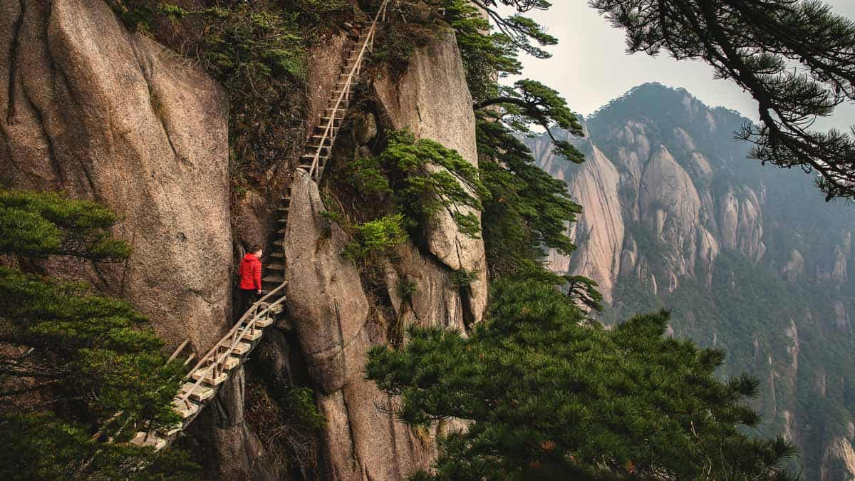 hiking-joshua-earle-china
