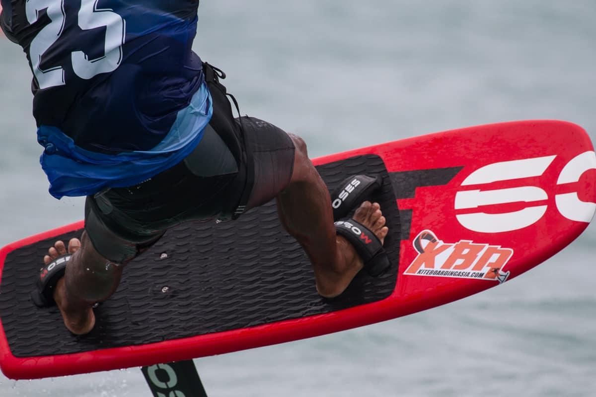 hydrofoil kitesurfing