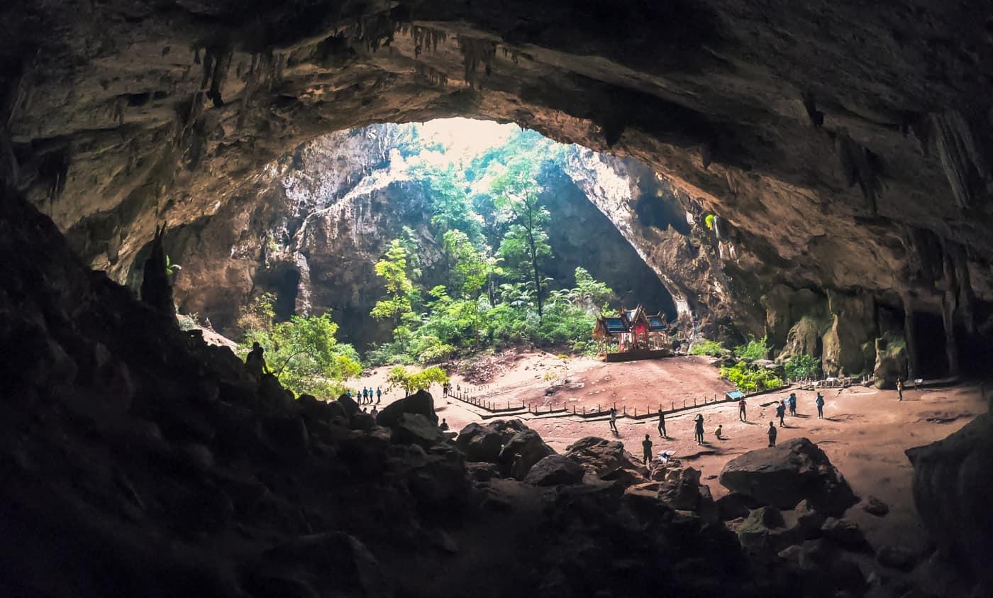Pabellón real en la cueva de Phraya Nakhon