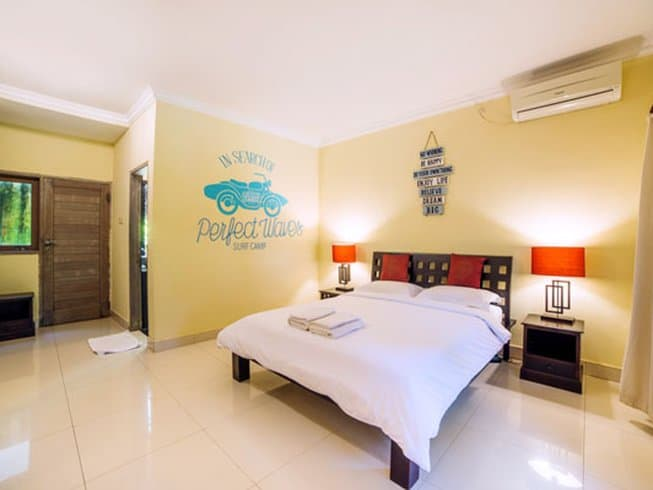 Camera da letto all'Endless Summer Surf Camp, Bali