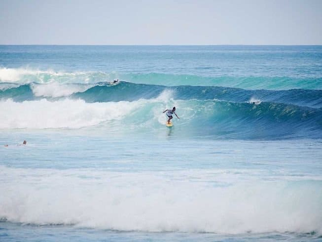 Surf con Kamafari surf camp a Bali