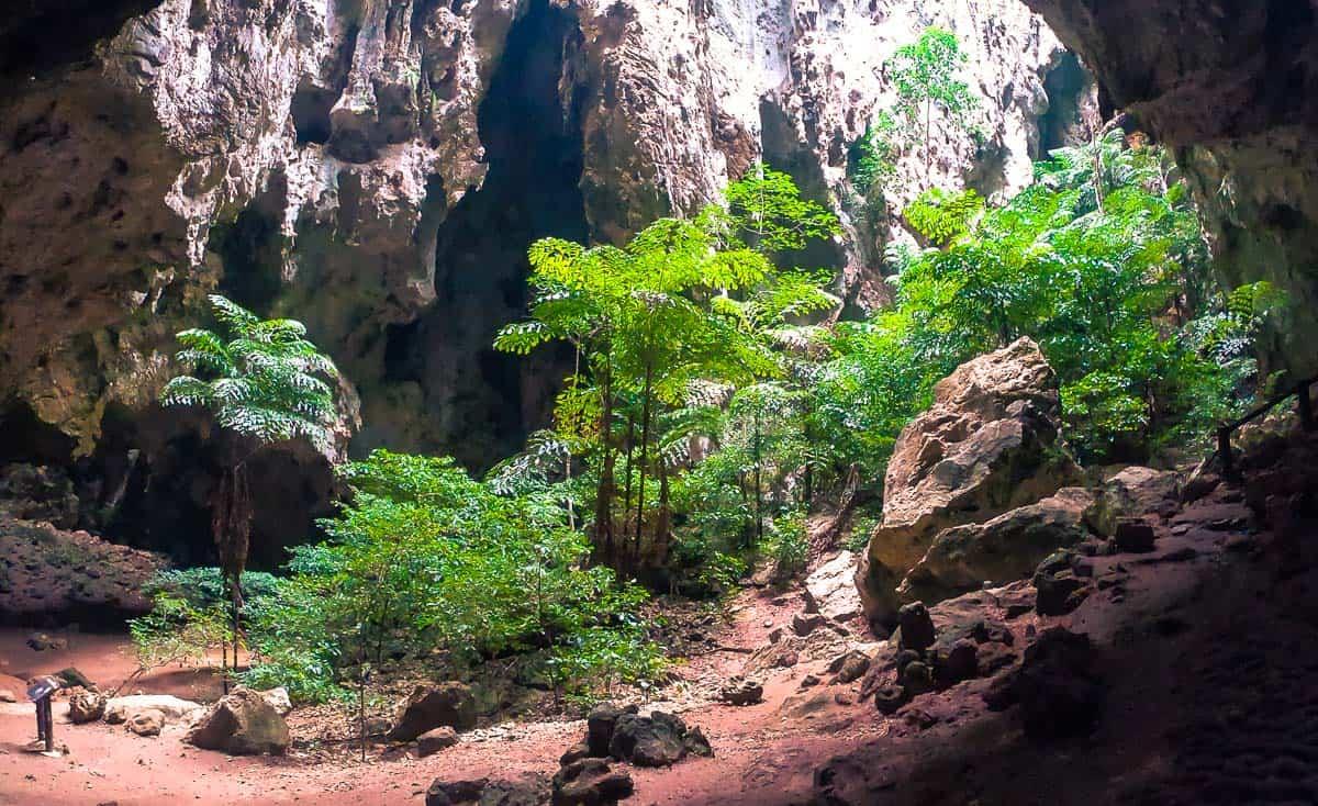 Primera caverna de la cueva de Phraya Nakhon