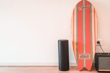 Matteo's indoboard that he used for the review. It's leaning up against a wall next to the rocker and his marshall speaker.